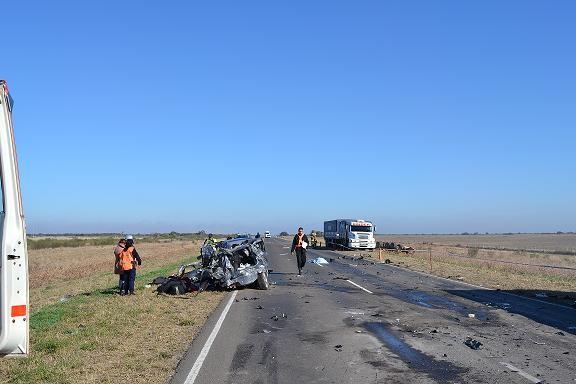 En un triple choque automovilístico, una mujer resulta muerta.